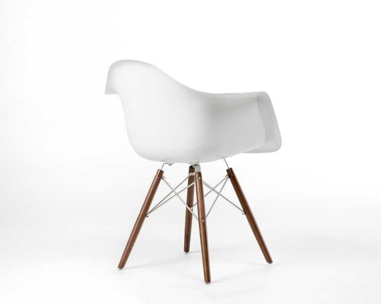 DAW Chair Fiberglass Mid Century Modern