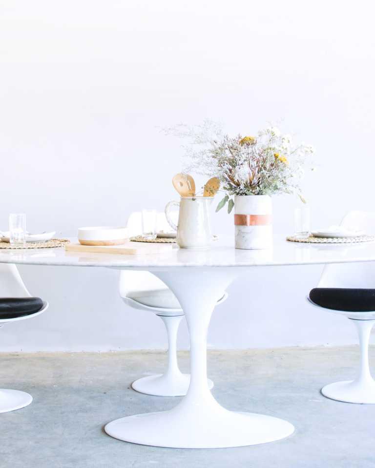 Oval Tulip Table - Calacatta