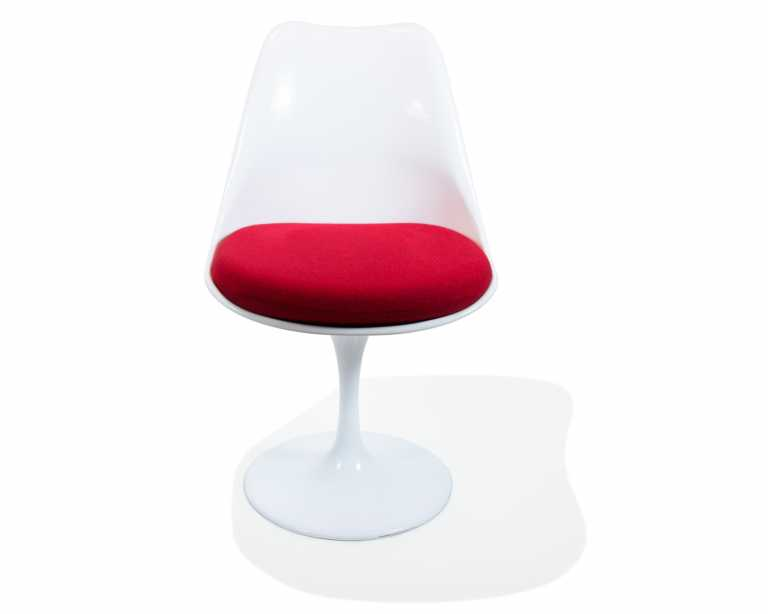Saarinen Tulip Chair - Designed to eliminate the unnecessary clutter of legs true to the original design